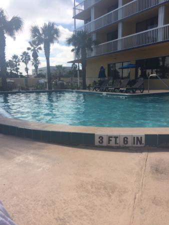 Best Western Cocoa Beach Hotel & Suites: Pool and sunrise from our balcony