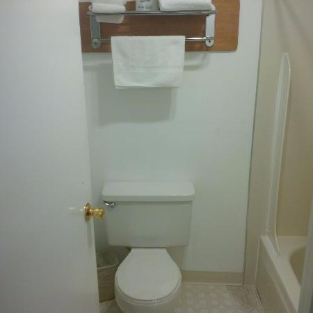 Anacortes Inn: Bathroom - Very Clean