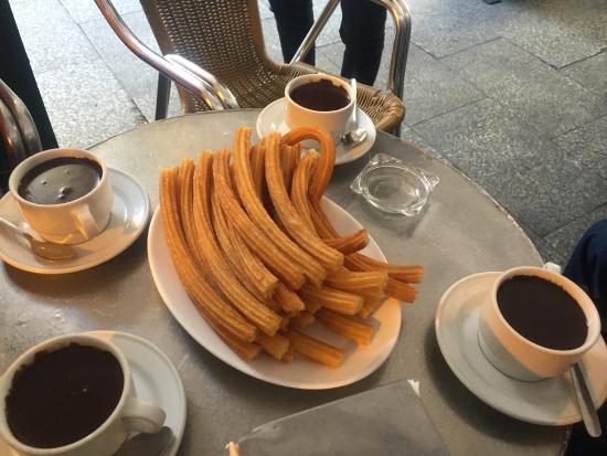 Chocolatería San Ginés: チュロスとホットチョコ