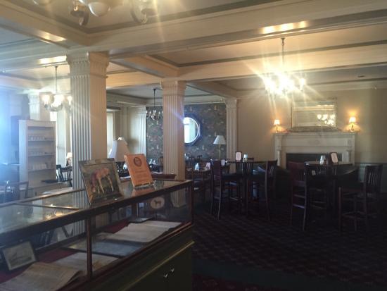 Morgan's Tavern: dining