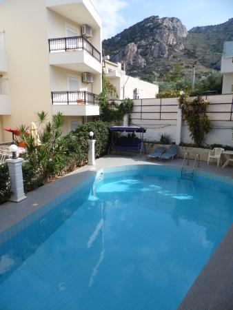El Greco Apartments: piccola piscina
