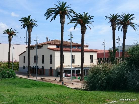 Cal Mingo: Vista de la masia donde se ubica el restaurante.