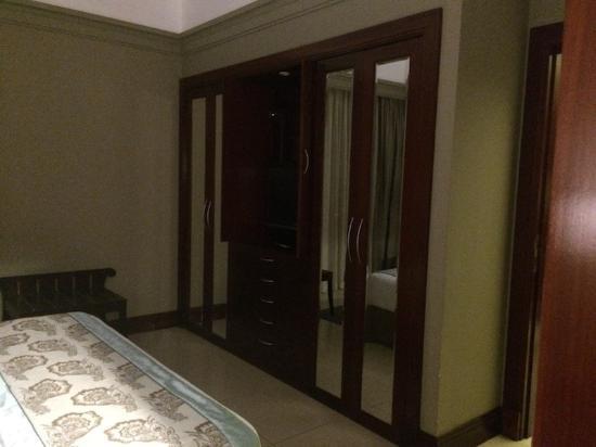 Schrankwand Im Schlafzimmer Picture Of Somewhere Hotel Apartment