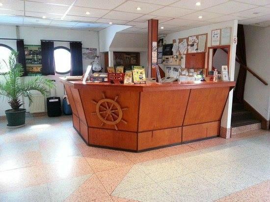 Botel Hotel Lisa: Recepció