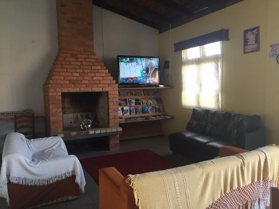 Hostel Canasvieiras: area compartilhada com tv a cabo