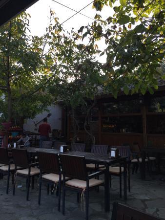 Le jardin cafe restaurant selcuk for Restaurant jardin 92