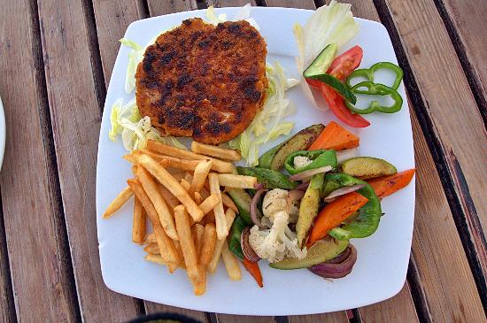 The Bedouin Moon Hotel: Grilled meat & veg