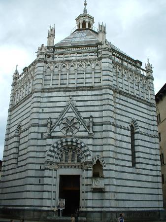 Baptistery : Pistoia_Battistero di San Giovanni in corte