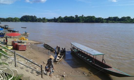 Boat landing Si Phan Don