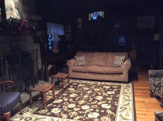 Wendover, KY: Living room