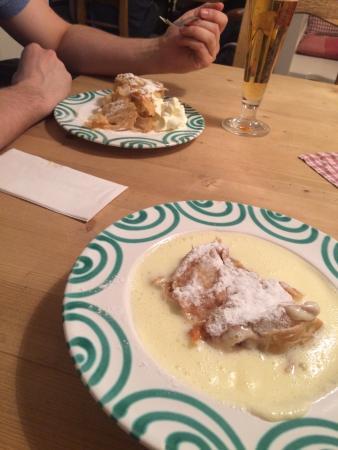 Cafe Wurfelzucker : Strudel with vanilla creme
