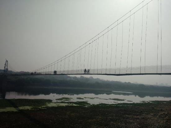 Morbi, India: Julto Pul Hanging Bridge