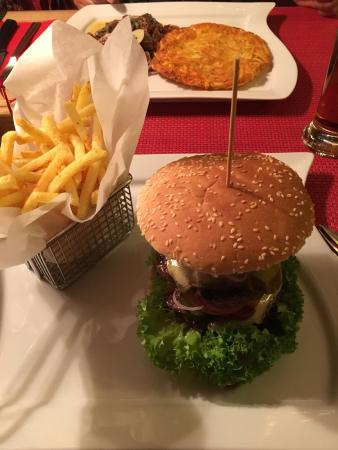 Gasthof Frohsinn: Delicious home made burgers