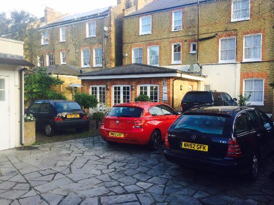 Balham Lodge: Car parking available
