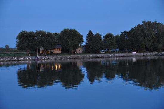 Gite Aux Reves d'Antan: The river at night.