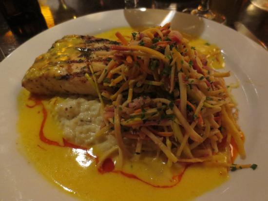 Pittsfield, MA: Incredible mahimahi atop of a creamy, dreamy risotto.
