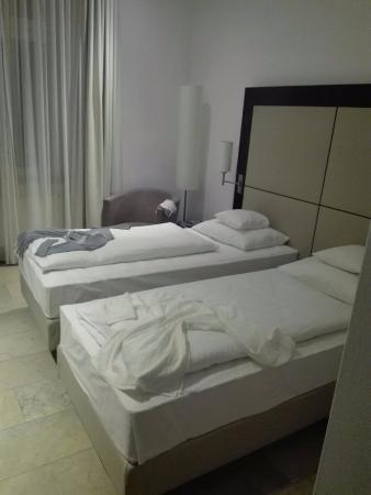 picture of burns art hotel dusseldorf tripadvisor. Black Bedroom Furniture Sets. Home Design Ideas