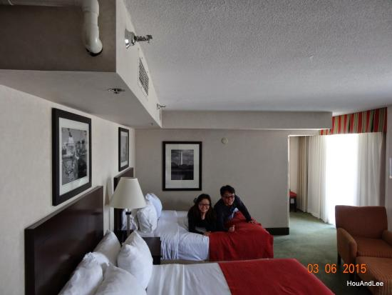 room 1014 picture of holiday inn rosslyn key bridge. Black Bedroom Furniture Sets. Home Design Ideas