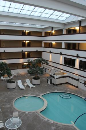 Four Points By Sheraton Bellingham Hotel Conference Center Interior Pools And Daylit Atrium