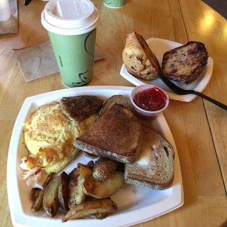Pine Tree Farm Market and Cafe: Lobster omlet