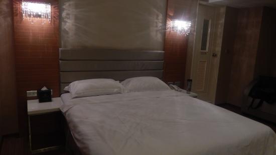 The Riverside Hotel Esthetics: the bed