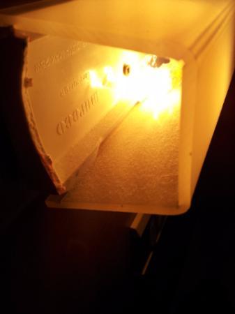 Hotel Marinella: Lampada da muro che emana un olezzo di pesce inspiegabile