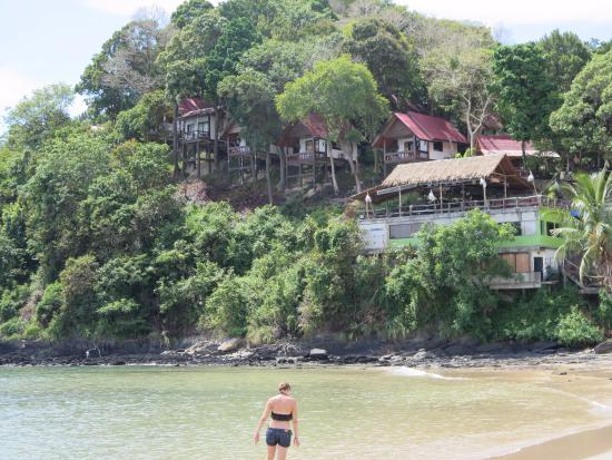 Lanta Marine Park View Resort: bungalows from the beach