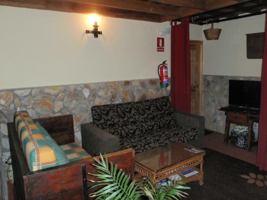 Casa Rural La Avutarda: Salon con wi-fi,smart-tv,Imagenio,plus y sofa-cama.