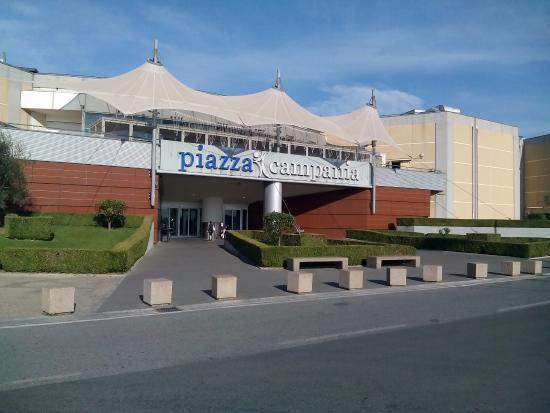 Ingresso di piazza campania picture of centro for Centro commerciale campania negozi arredamento