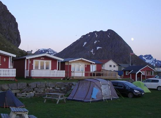Flakstad Municipality, Noruega: Mitternachtssonne und Vollmond (02:00 Uhr)
