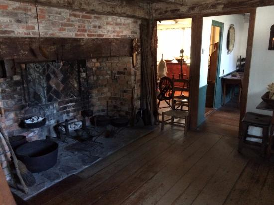 Jabez Howland House: Main Room of the House