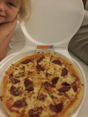Sunshine Holiday Resort: We had to resort to take out pizza for our family of 6 when we had paid for all inclusive!
