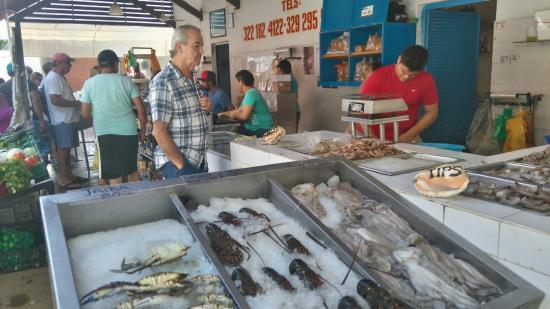 Dsc 0186 picture of la cruz de huanacaxle fish for La fish market