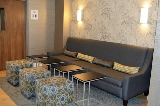 BEST WESTERN West Towne Suites: Relax with a glass of wine in Hotel lounge/ breakfast room