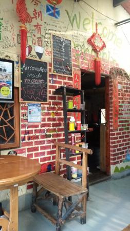Bar de la terraza - Picture of Laoshan Hostel (The Phoenix ...