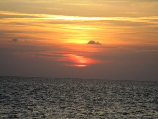Cape Hatteras Motel: heavenly sunset over sound