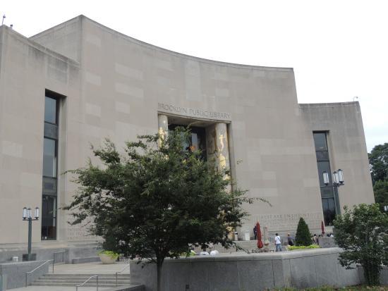 Brooklyn Public Library--Main Branch: Frente del Edificio