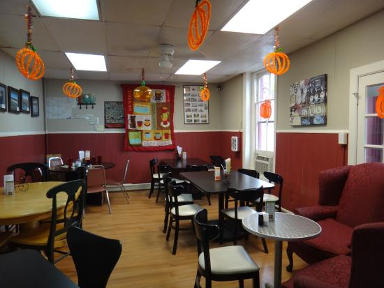 Williamsport, MD: Desert Rose enlarged eating area