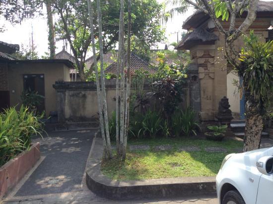 Lokasari Bungalows Spa & Gallery: Grounds