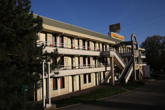 Premiere Classe Freyming Merlebach : Freyming-Merlebach (Moselle). Hôtel Première classe (côté entrée)..