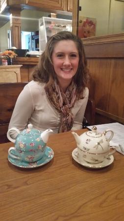 Bellevue, Νεμπράσκα: MG and the nesting teapot/cups