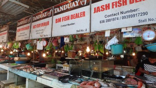 D' Talipapa Market: Assortment of fish, shellfish, lobster etc.... Avoid the sea urchins, tasted horrid even when co