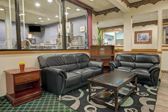 Days Inn Laramie : Hotel Lobby Sitting