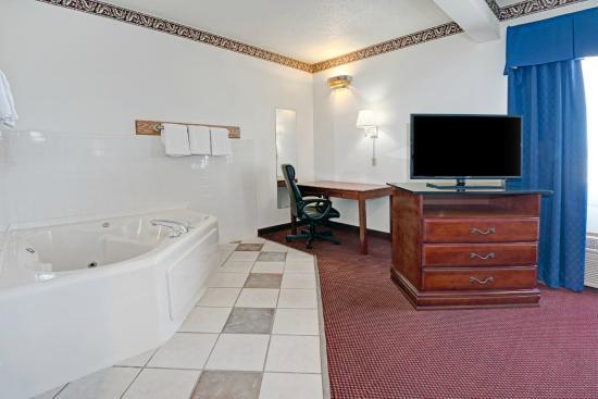 Days Inn Laramie : Jacuzzi Suite