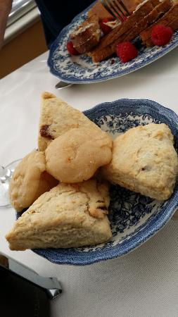 Ashcroft House B&B: Scones for Breakfast
