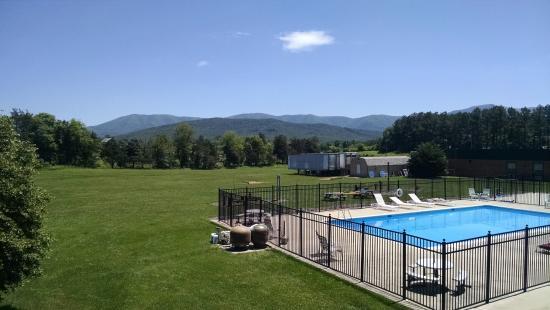 Days Inn Luray Shenandoah: The pool