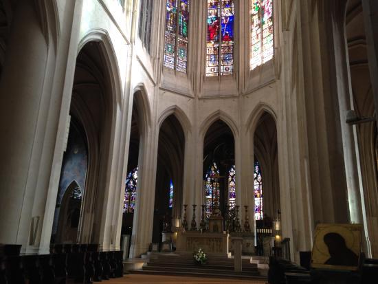 A l 39 int rieur de l 39 glise picture of st gervais st for Interieur eglise