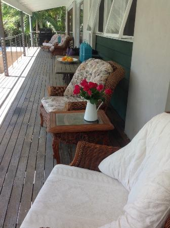Eumundi Guesthouse and B&B : On the deck - a great place to relax and watch the world go by