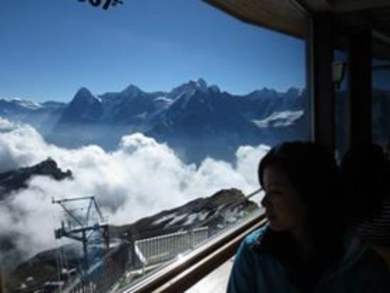 Murren, Schweiz: Me observing the nature and human combination.