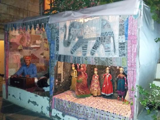 Hotel Priya : puppet show at Priya